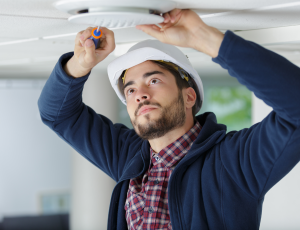 contractor-fitting-ceiling-vent-PZP5ZXM_1900px